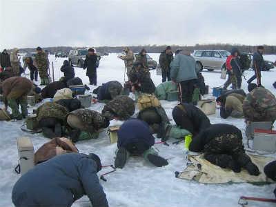 Приколы на рыбалке и отдыхе поломники на льду