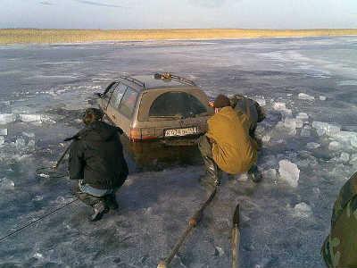 Приколы на рыбалке и отдыхе на льду