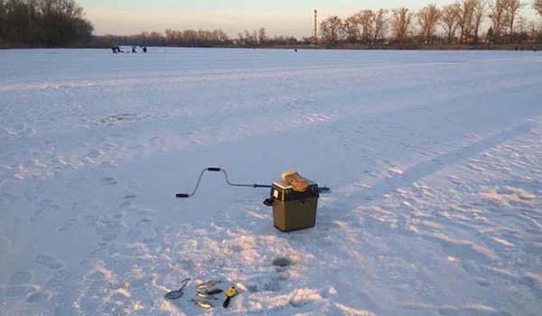 Озеро зимнее