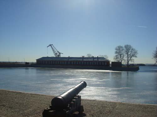 Вид на Итальянский пруд, который служил местом стоянки кораблей,