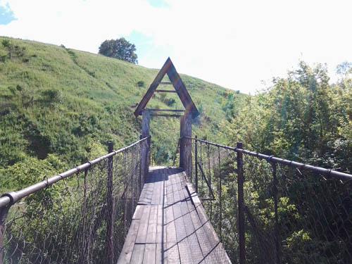 Выход с моста в сторону деревни