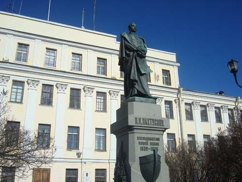 Памятник Пахтусову П.К. в городе Кронщтадт