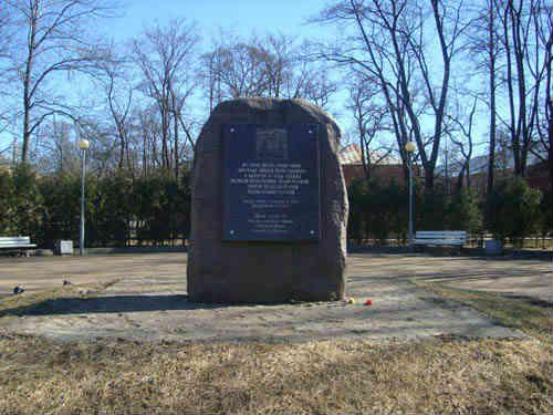 Памятник в память Андреевскому собору.