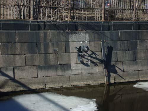 Памятник коклюшке на набережной
