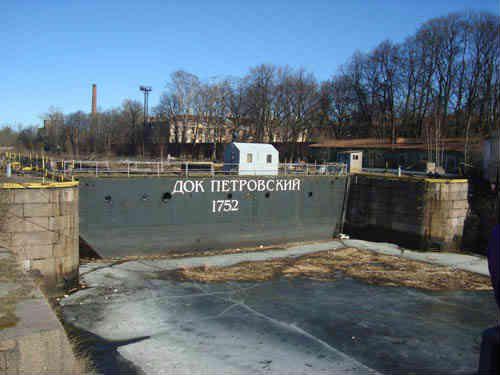 Петровский док на канале