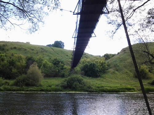 Под мостом на берегу реки Дон